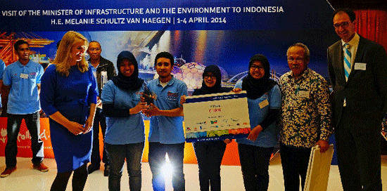 Winning-team-of-ITB-with-Mi